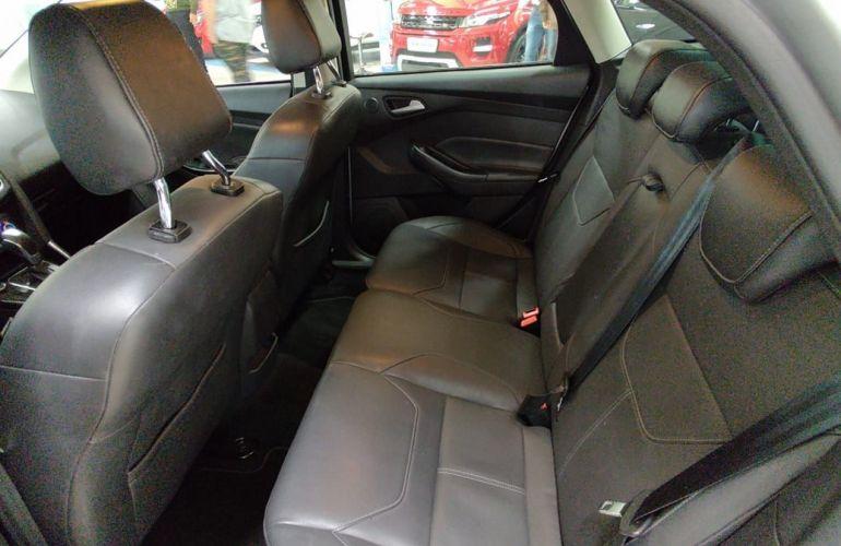 Ford Focus 2.0 Titanium Fastback 16v - Foto #5