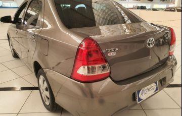 Toyota Etios 1.5 X Sedan 16v - Foto #8