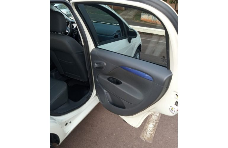 Fiat Punto Attractive 1.4 (Flex) - Foto #9