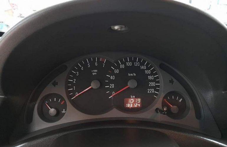 Chevrolet Corsa 1.8 MPFi Maxx Sedan 8v - Foto #3