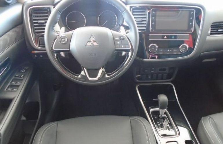 Mitsubishi Outlander HPE-S 2.2 DI-D AWD - Foto #6