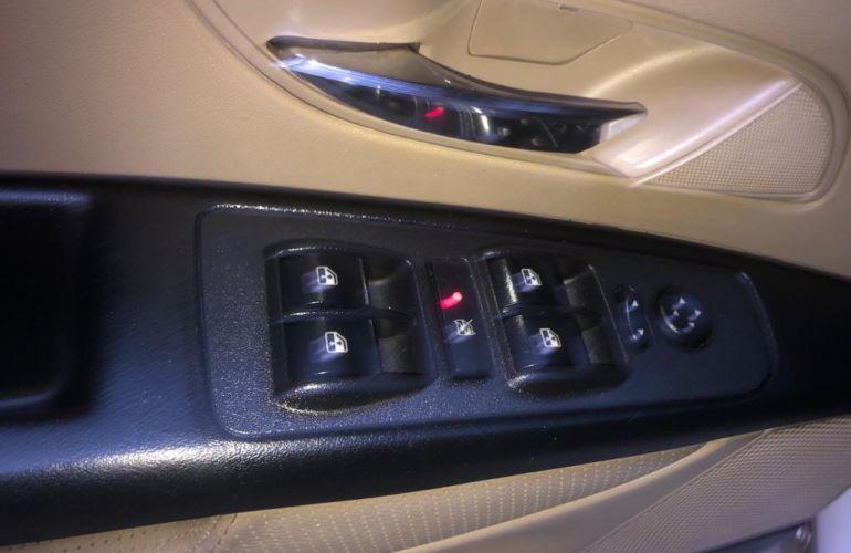 Fiat Linea Absolute 1.9 16V Dualogic (Flex) - Foto #3