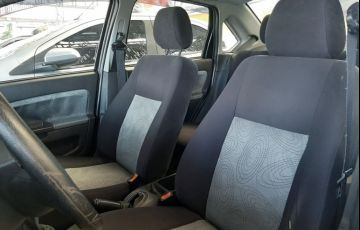 Ford Fiesta 1.6 MPi Class Sedan 8v - Foto #6