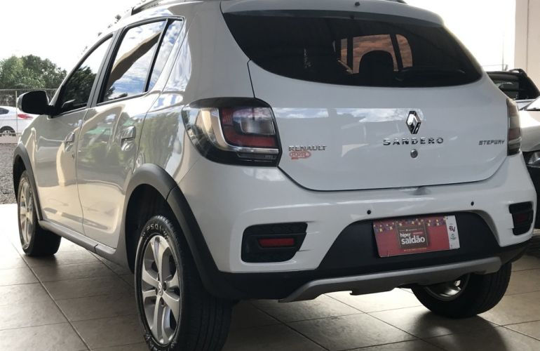 Renault Sandero Stepway 1.6 16V SCe Easy-r (Flex) - Foto #2