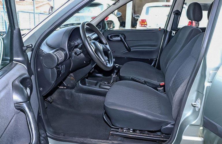 Chevrolet Corsa 1.0 MPFi Classic Sedan Life 8v - Foto #4