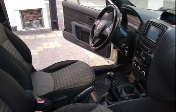 Fiat Strada 1.8 MPi Adventure CE 16v - Foto #6