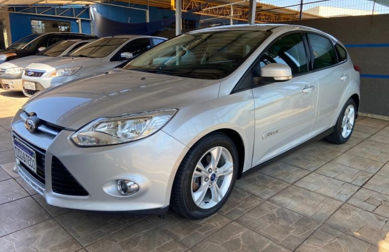 Ford Focus Hatch S 1.6 16V TiVCT PowerShift - Foto #3