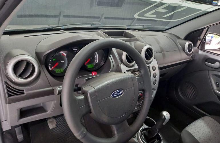 Ford Fiesta 1.6 MPi Hatch 8v - Foto #7