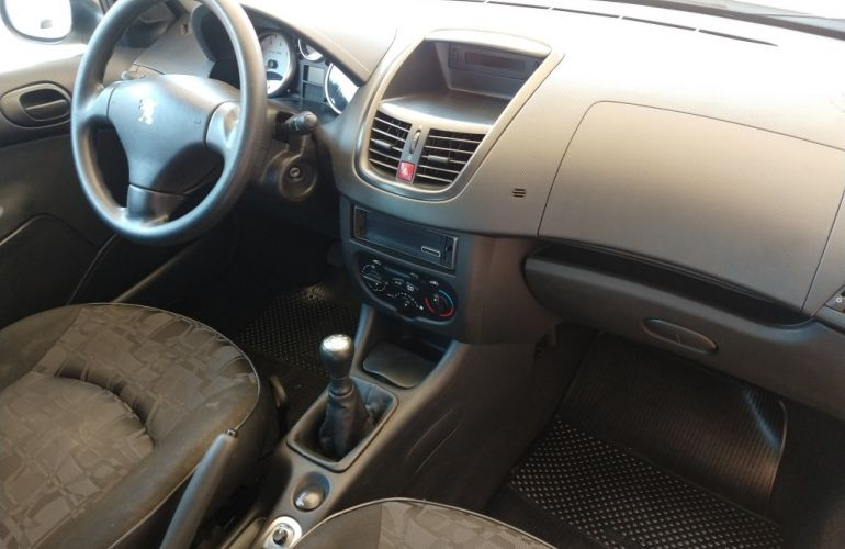 Peugeot 207 Hatch XR S 1.4 8V (flex) - Foto #2