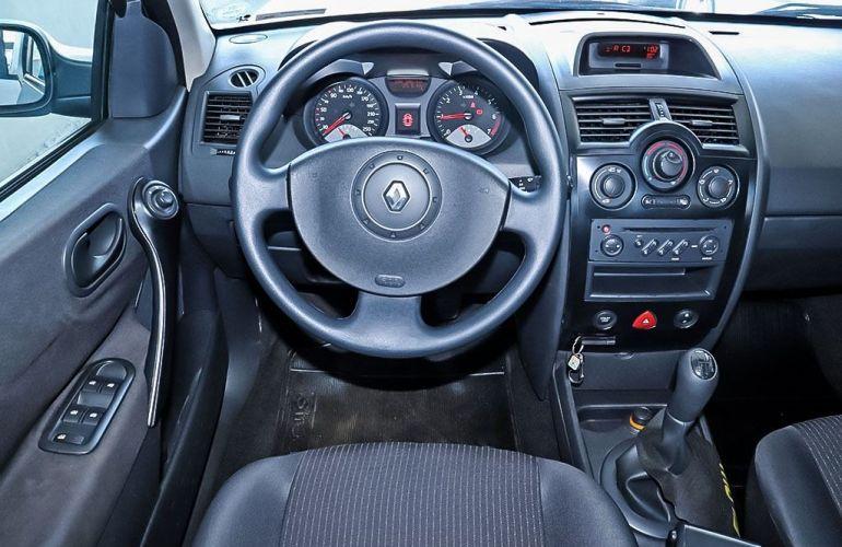 Renault Megane 2.0 Expression Sedan 16v - Foto #6