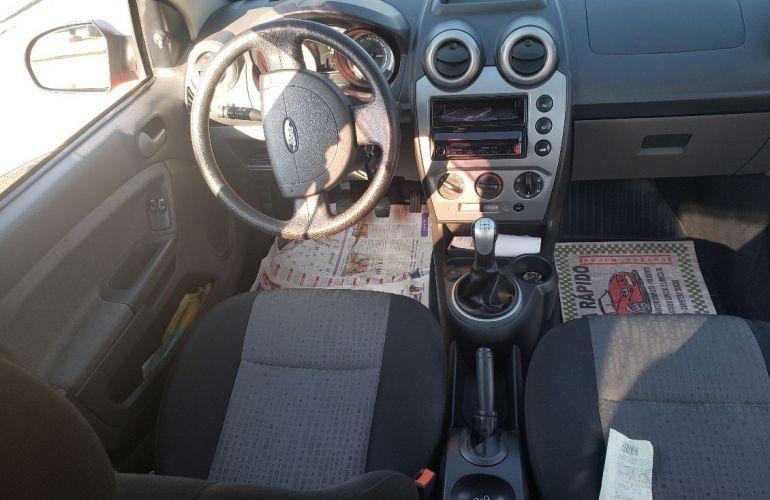 Ford Fiesta 1.6 Rocam SE Sedan 8v - Foto #8