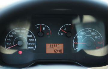 Fiat Punto 1.4 Attractive 8v - Foto #8