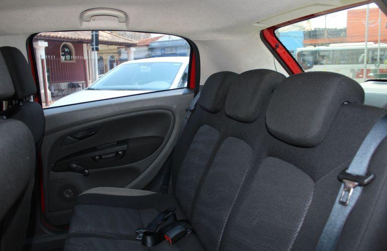 Fiat Punto 1.4 Attractive 8v - Foto #9