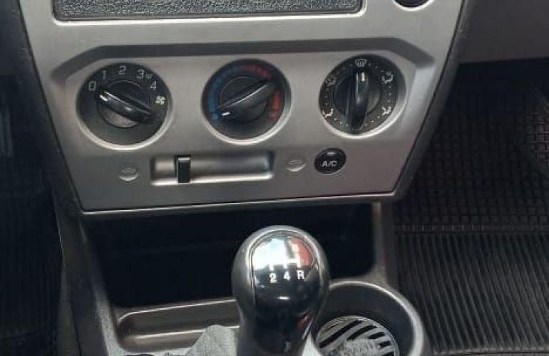 Ford Fiesta 1.0 MPi Hatch 8v - Foto #9