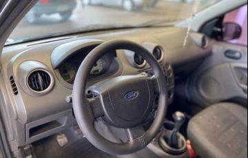 Ford Fiesta Hatch Personnalité 1.0 8V - Foto #7