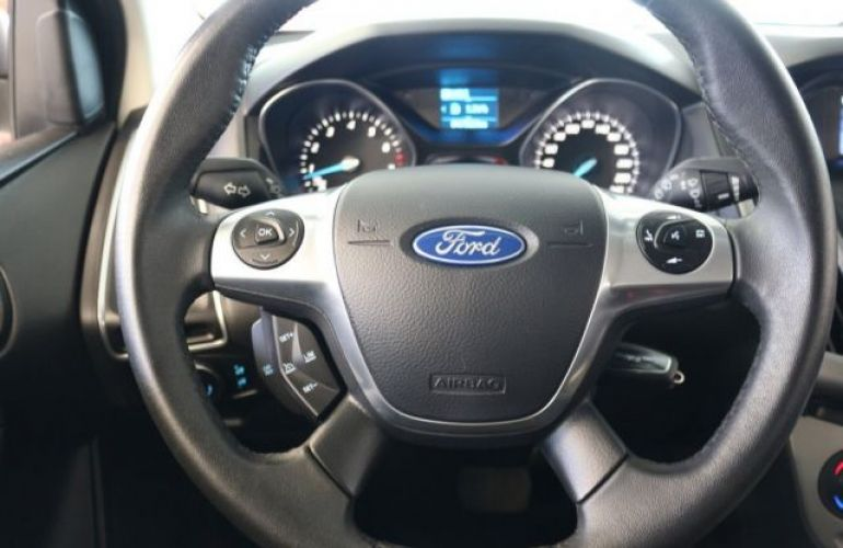 Ford Focus SE 2.0 PowerShift - Foto #10