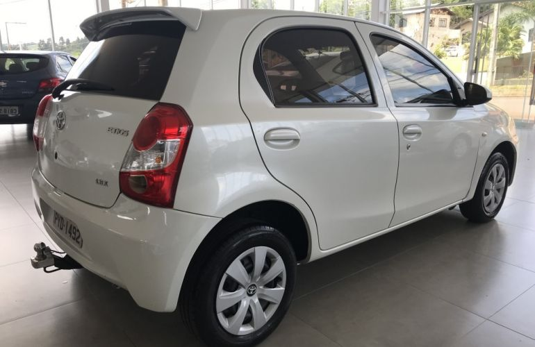 Toyota Etios 1.3 X - Foto #6