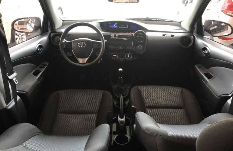 Toyota Etios 1.3 X - Foto #8