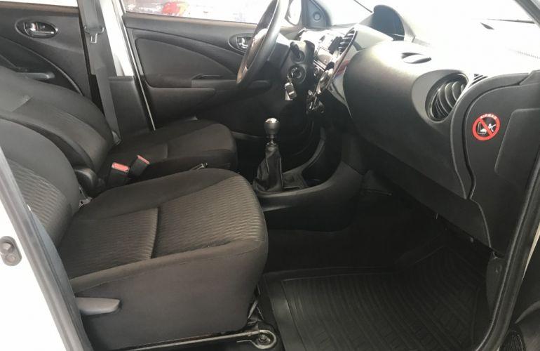 Toyota Etios 1.3 X - Foto #9