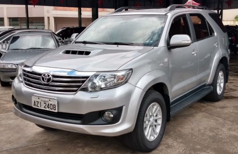 Toyota Hilux SW4 SRV 3.0 4X4(5 lugares) - Foto #1