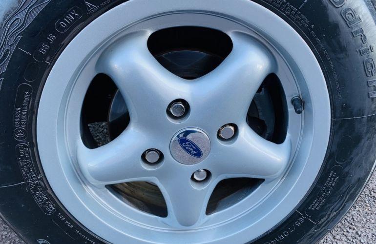 Ford Fiesta Hatch Personnalité 1.0 8V - Foto #10