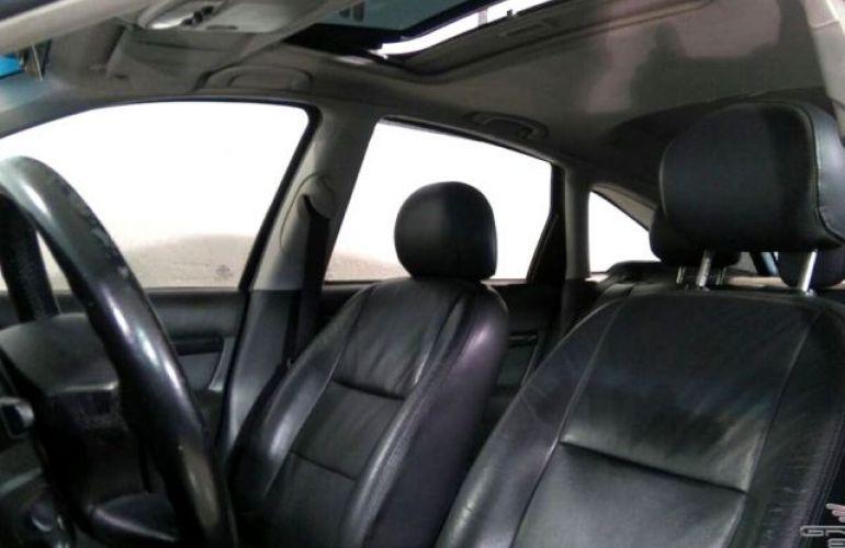 Ford Focus Ghia 2.0 16V - Foto #6