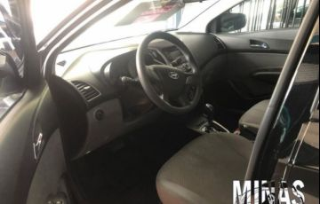 Hyundai HB20S Comfort Plus 1.6 16V Flex - Foto #2