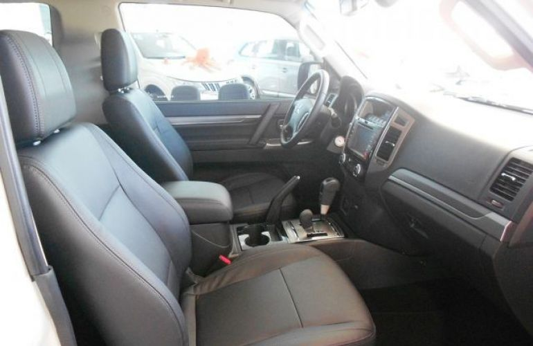 Mitsubishi Pajero Full HPE  DI-D 3D 4WD 3.2 16V - Foto #5