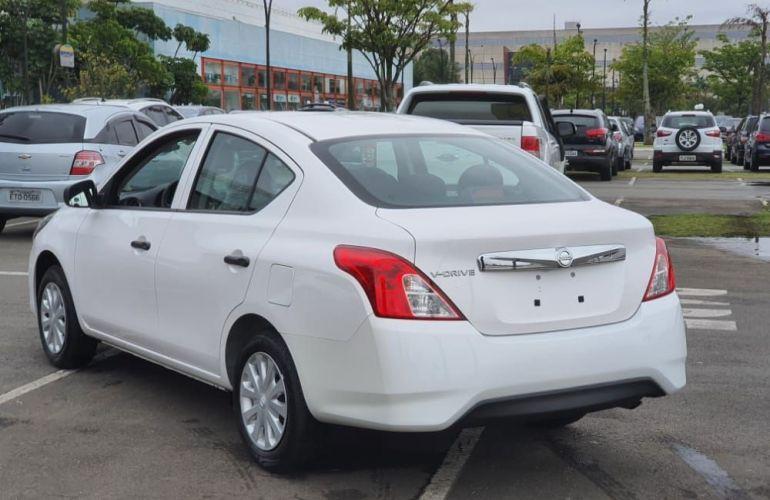 Nissan Versa 1.0 12v V-drive - Foto #6