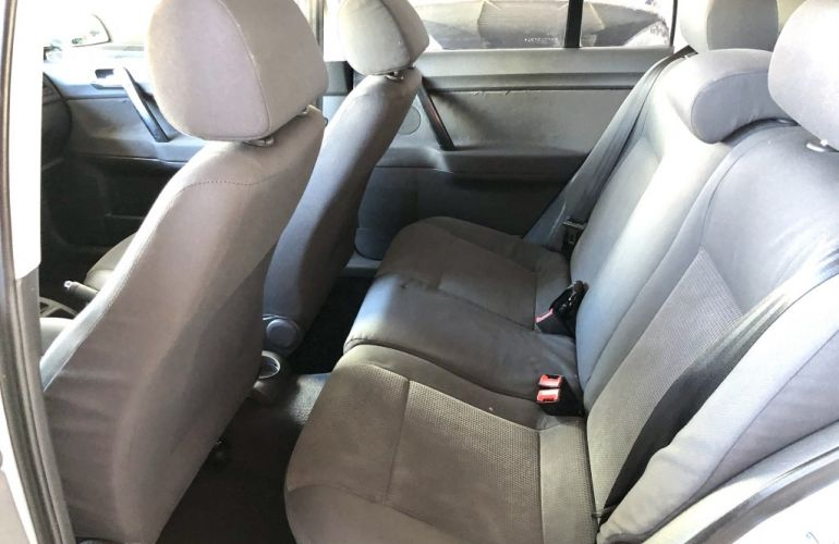 Volkswagen Polo Sedan Comfortline 1.6 8V (Flex) - Foto #8