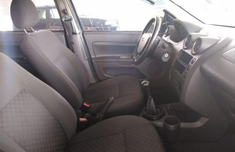 Ford Fiesta 1.0 MPi Hatch 8v - Foto #3