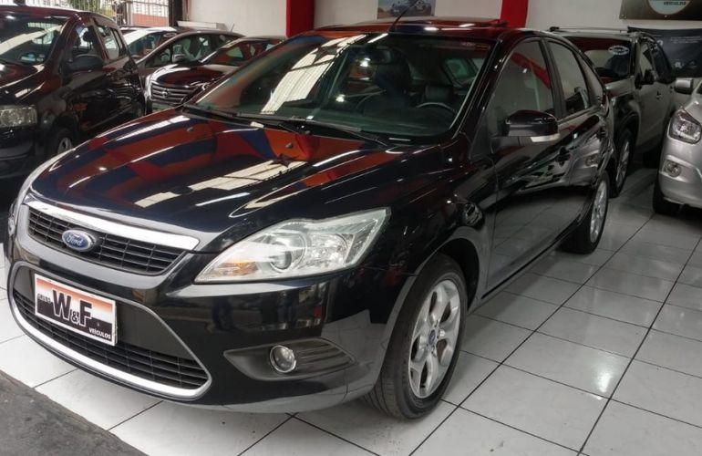 Ford Focus 2.0 Titanium Hatch 16v - Foto #1