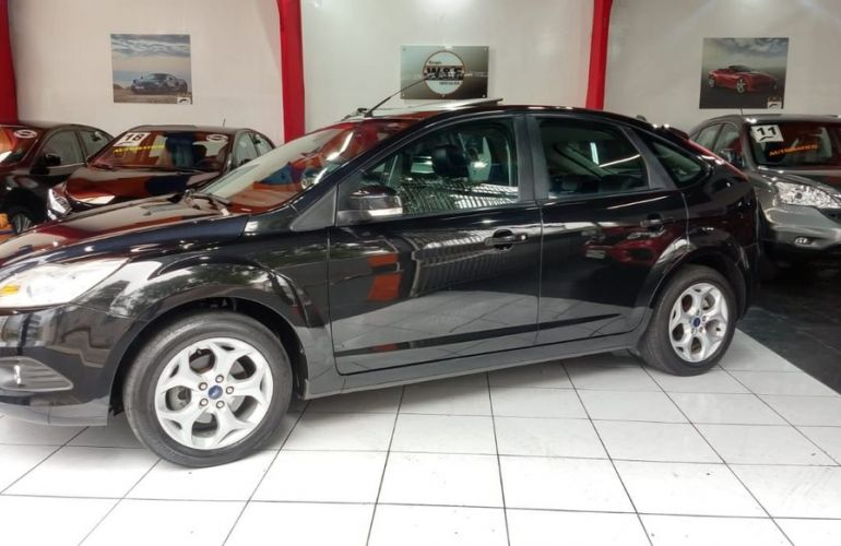 Ford Focus 2.0 Titanium Hatch 16v - Foto #3