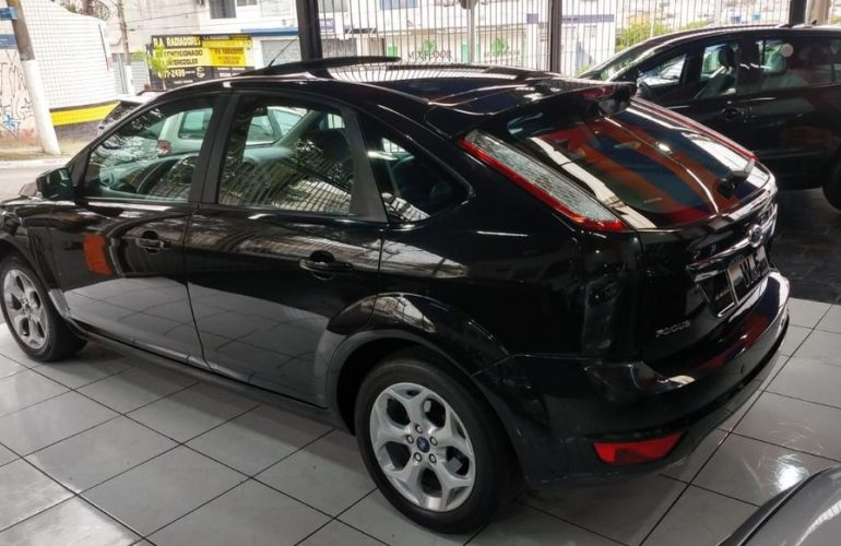 Ford Focus 2.0 Titanium Hatch 16v - Foto #5