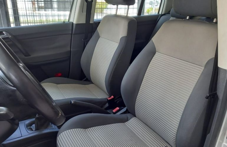 Chevrolet Onix 1.4 MPFi LT 8v - Foto #3