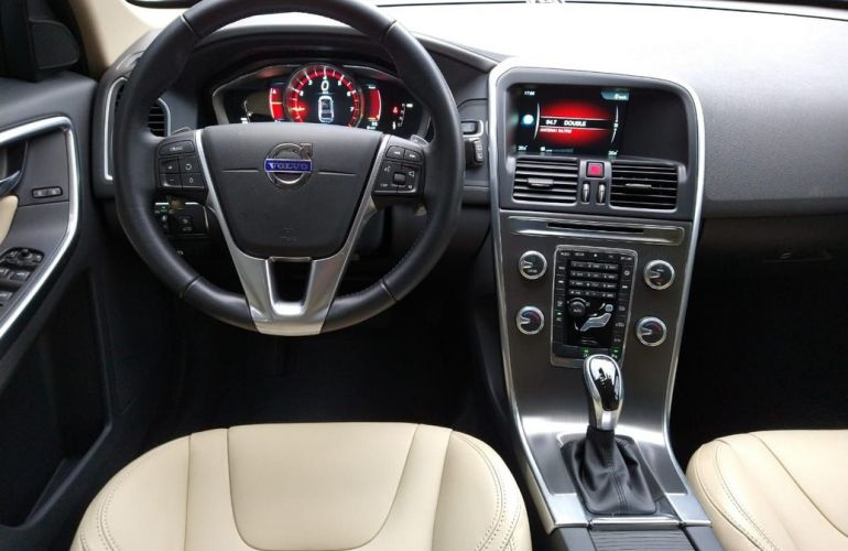 Volvo Xc60 2.0 T5 Momentum - Foto #6