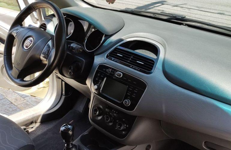 Fiat Punto 1.6 Essence 16v - Foto #8