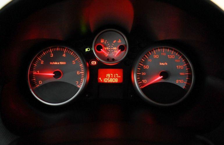 Peugeot 207 Hatch Active 1.4 (Flex) - Foto #10