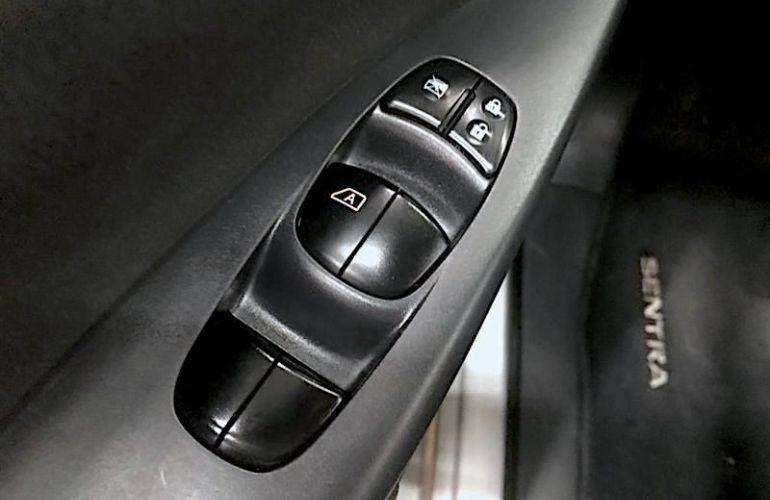Nissan Sentra 2.0 SV 16v - Foto #6