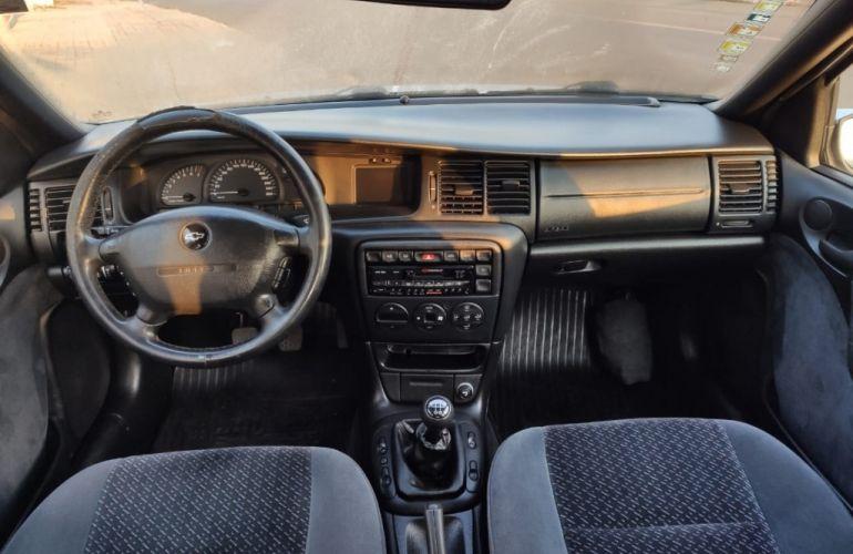Chevrolet Vectra CD 2.0 16V - Foto #2