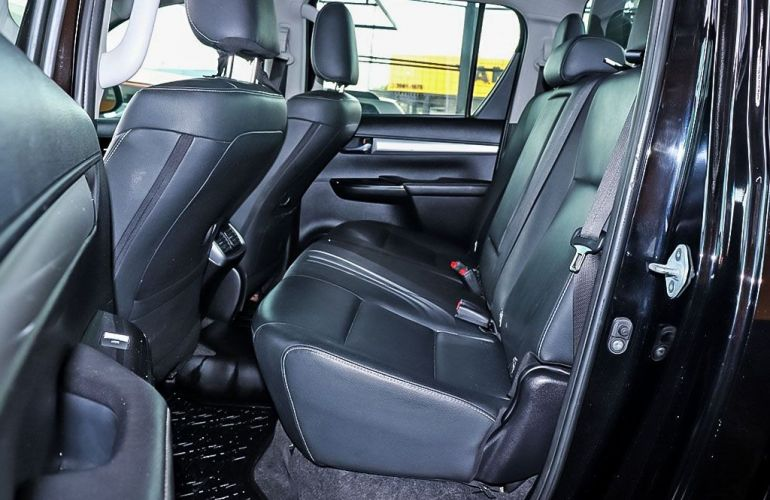Toyota Hilux 2.8 Srv 4x4 CD 16v - Foto #6