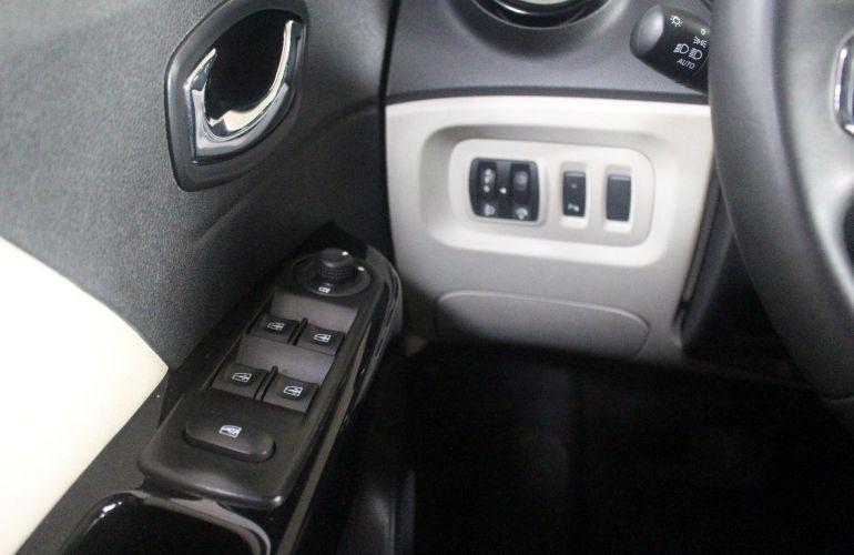 Renault Captur 2.0 16V Intense - Foto #8