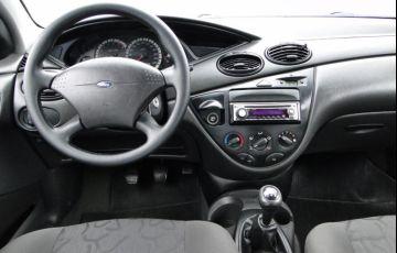 Ford Focus 1.6 GL 8v - Foto #5