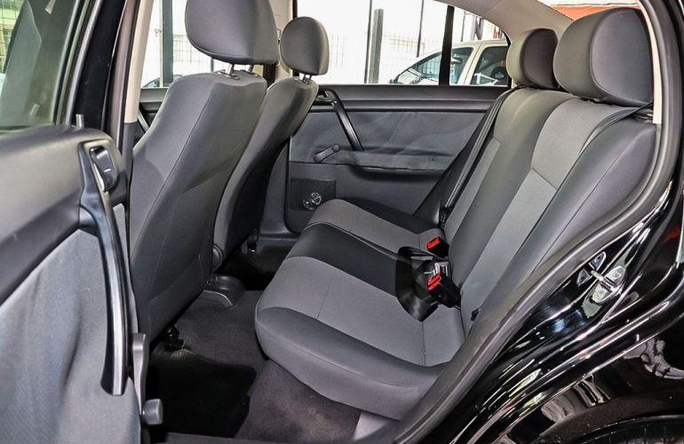 Volkswagen Polo Sedan 1.6 Mi 8v - Foto #7