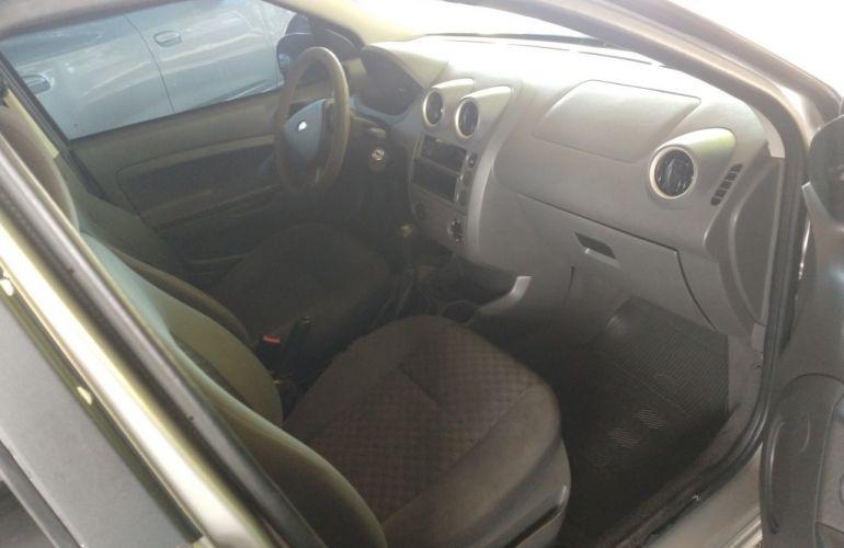 Ford Fiesta Hatch 1.0 - Foto #2
