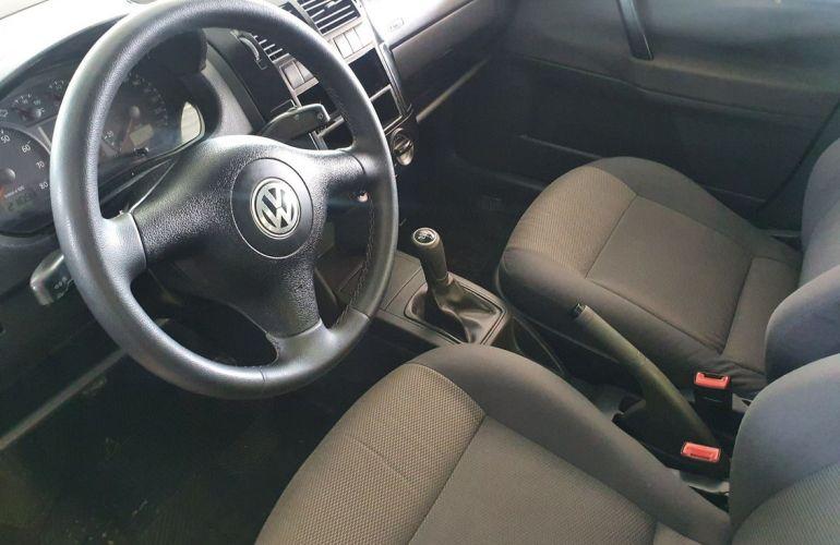 Volkswagen Polo Sedan 1.6 8V - Foto #4