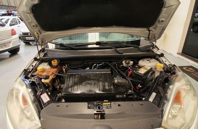 Ford Fiesta 1.6 MPi Sedan 8v - Foto #7