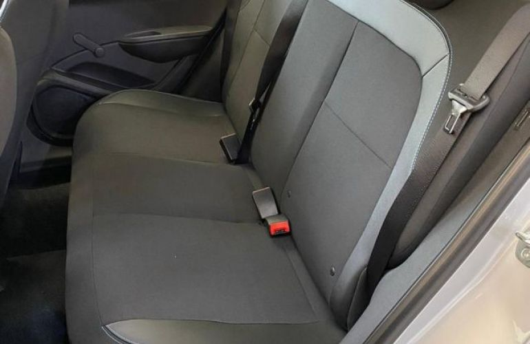 Chevrolet Onix Joy 1.0 MPFI 8V - Foto #8