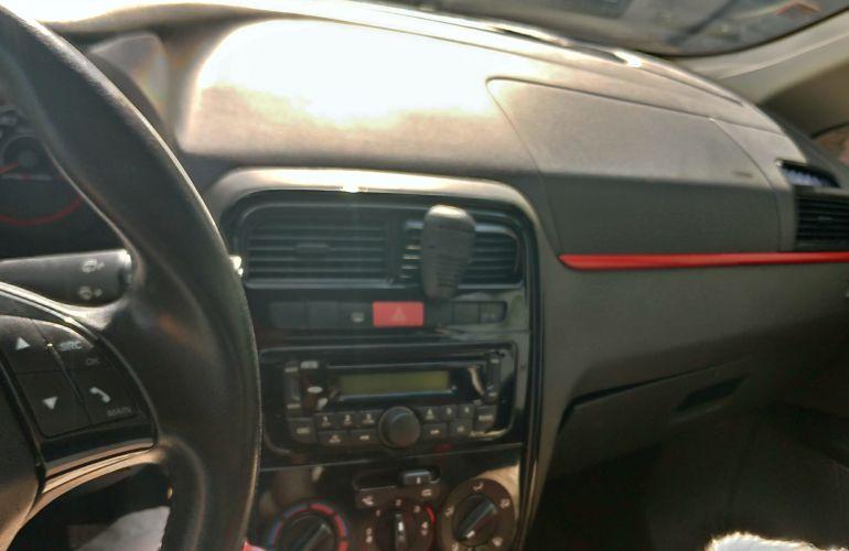 Fiat Punto Sporting 1.8 16V (Flex) - Foto #9