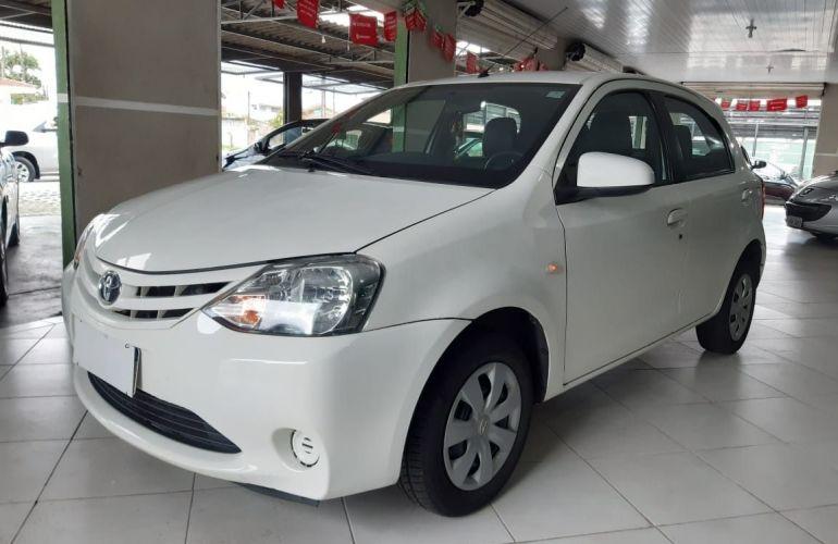 Toyota Etios XS 1.5 16V Flex - Foto #3